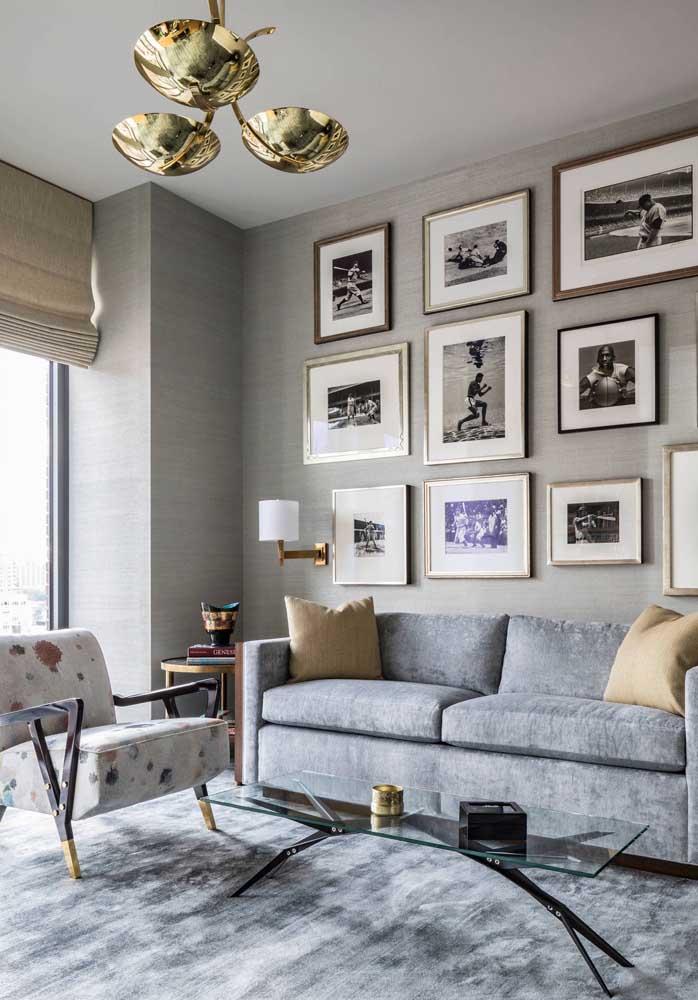 Incremente a decoração da sala de estar com um conjunto de quadros.