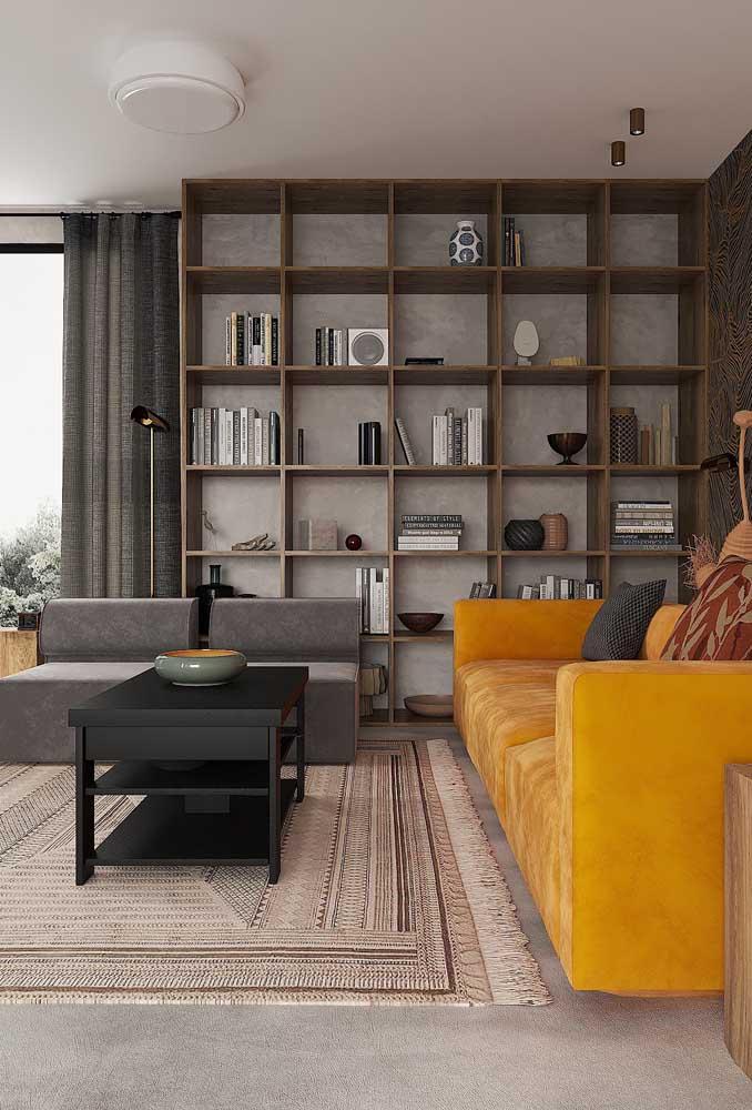 Capriche na escolha dos móveis da sala cinza e amarelo.