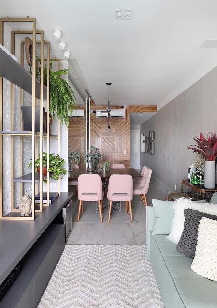 Que tal combinar a sala de estar e sala de jantar cinza?