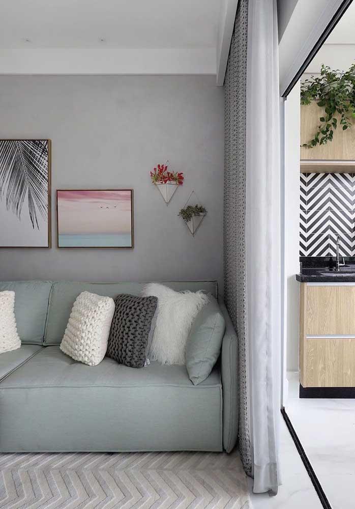 As almofadas ajudam a deixar o ambiente mais confortável e aconchegante.