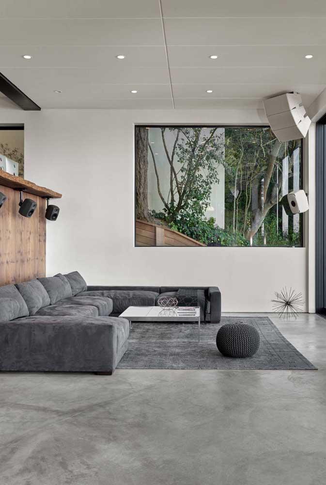 A sala cinza é um ambiente elegante e charmoso para receber seus convidados.