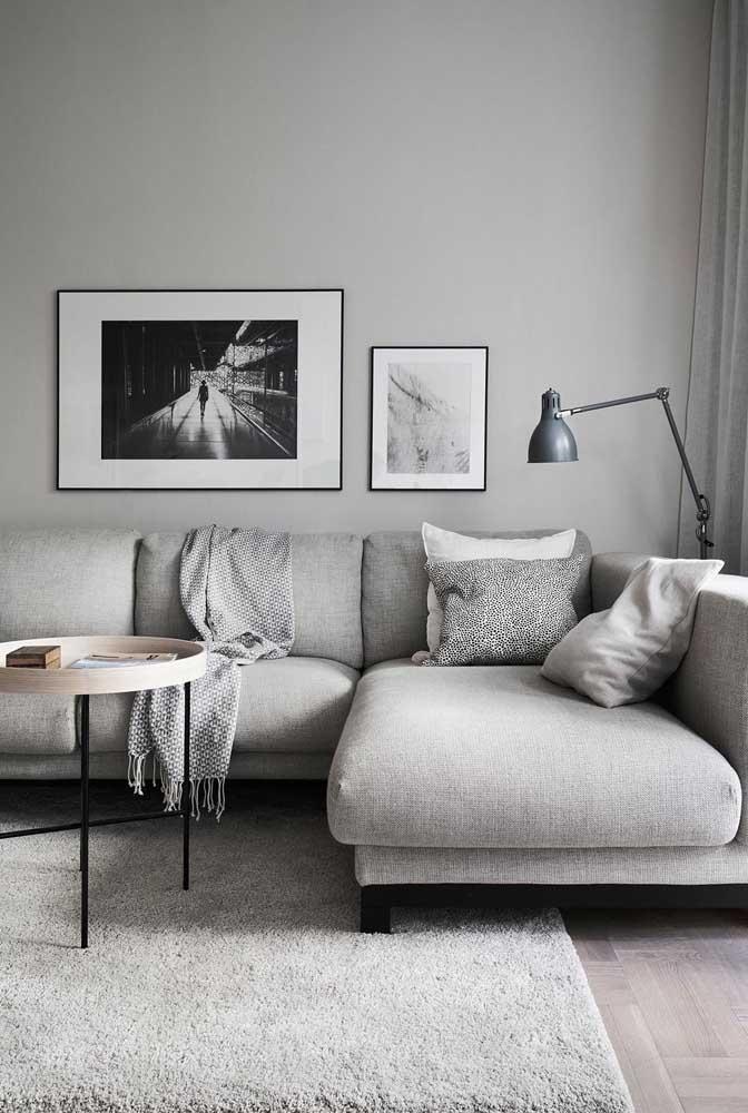 Para deixar o ambiente mais clean você pode optar pela sala cinza e branco.