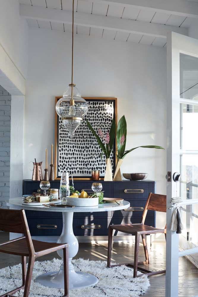 Um tapete felpudo pequeno e simples pode fazer uma grande diferença na decoração.