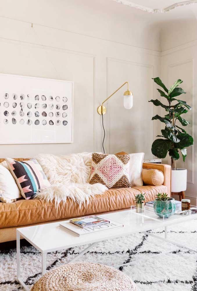 Escolha um tapete felpudo que combine com a sua decoração.