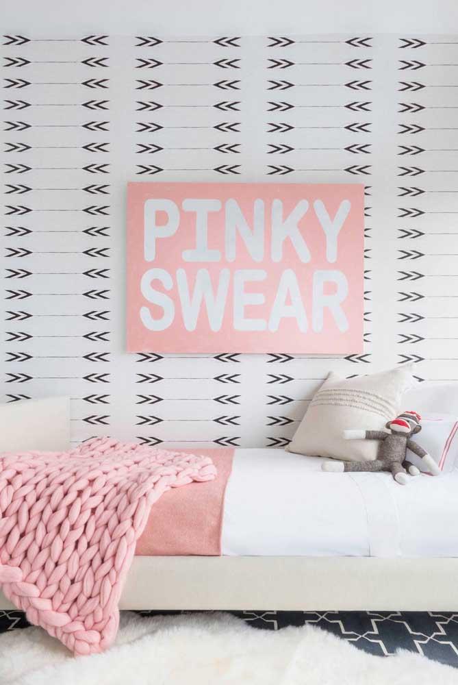 O tapete felpudo pode deixar o quarto feminino mais charmoso.