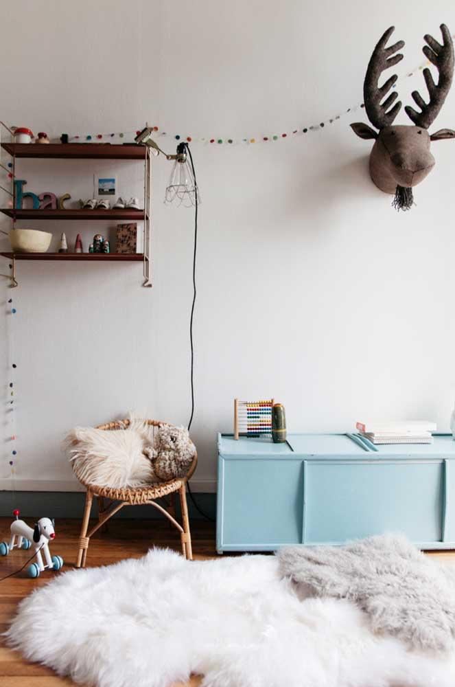 O que acha de investir em um tapete felpudo para decorar sua casa?