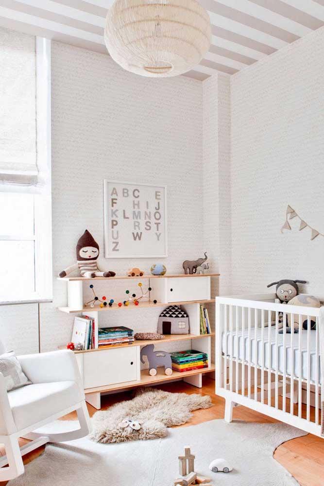 Não deixe de colocar um tapete felpudo no quarto infantil.
