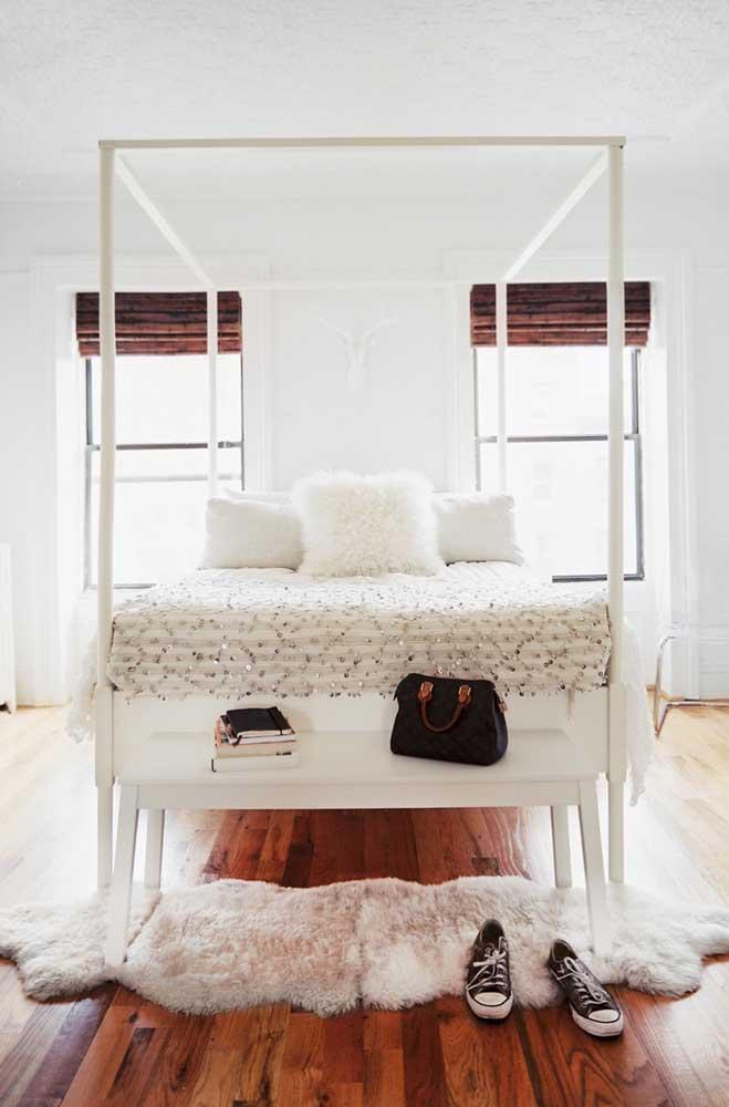 O tapete felpudo foi feito para proteger os pés, principalmente, se você colocar embaixo da cama.