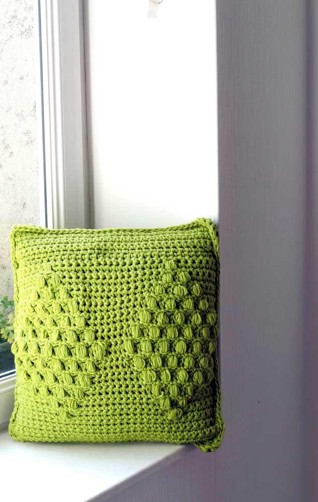 Quem é que não tem uma capa de almofada de crochê em casa?
