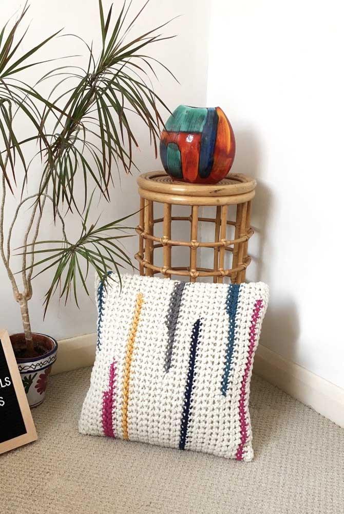 Escolha uma almofada estilosa para sua casa.