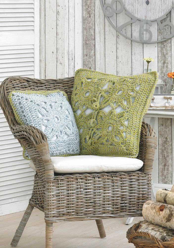 Quer apostar no estilo rústico? Escolha almofadas de crochê.