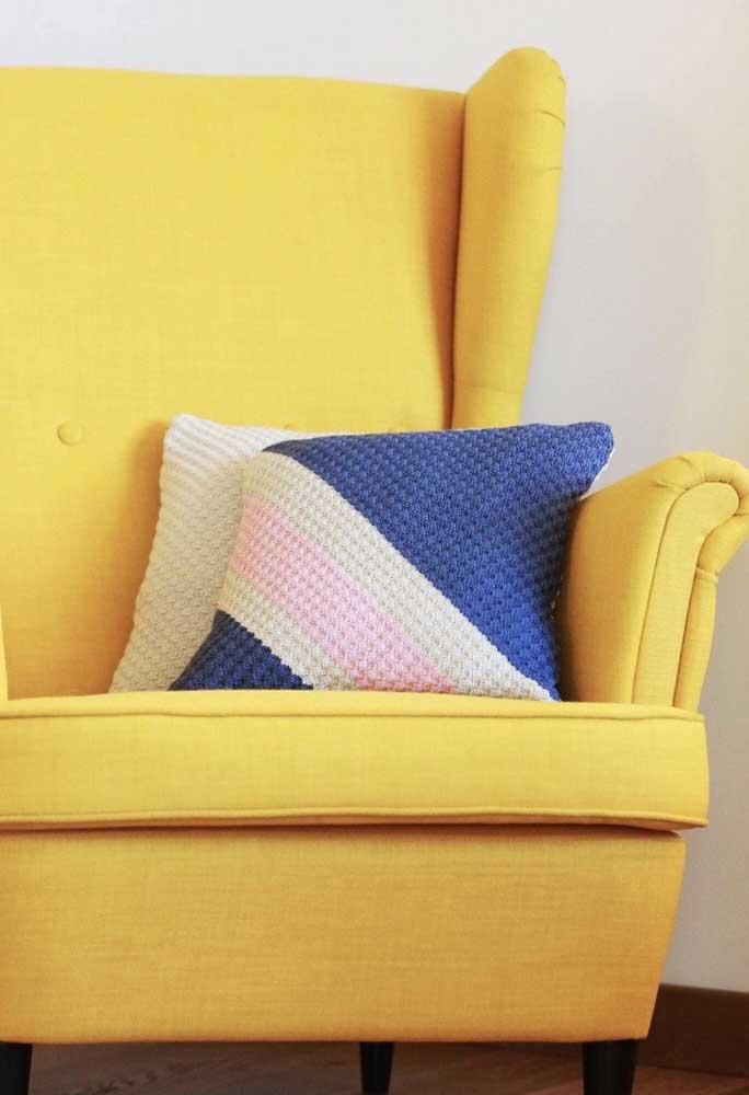Olha que combinação perfeita entre as cores das almofadas e poltrona.