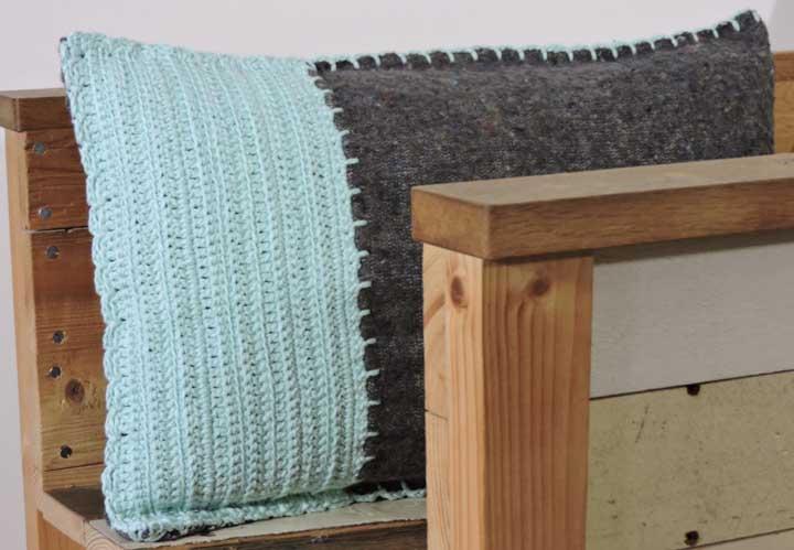 Não há problema algum em juntar duas técnicas na hora de fazer a capa da almofada.