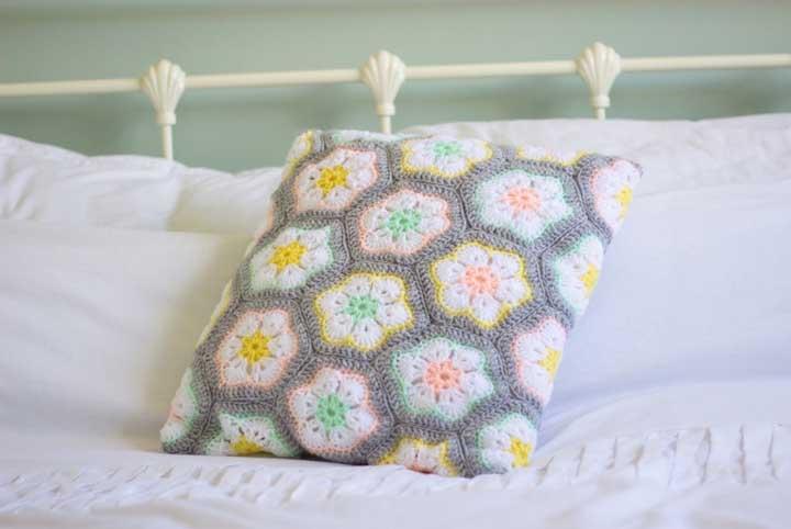 As almofadas podem ser usadas tanto na sala quanto no quarto.