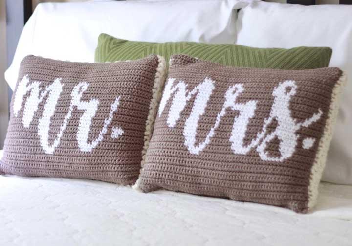 Uma almofada para o casal da casa.