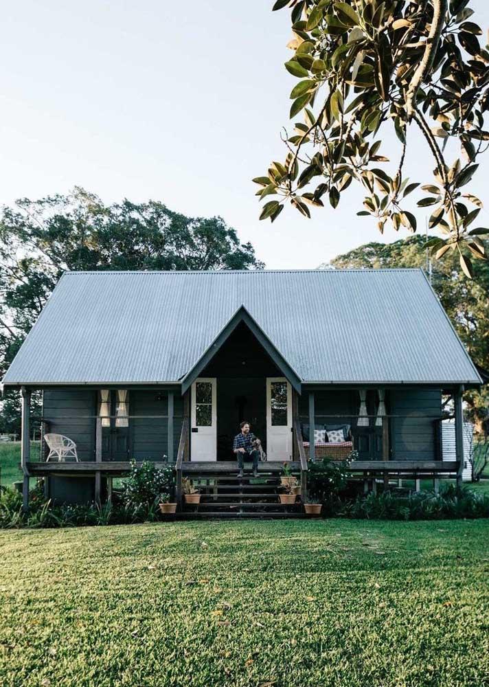 Casa de campo simples com varanda: paz e sossego garantidos!
