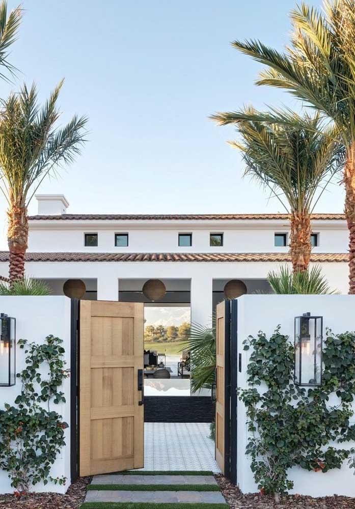 Casa de campo de luxo com destaque para a arquitetura que remete ao estilo mediterrâneo