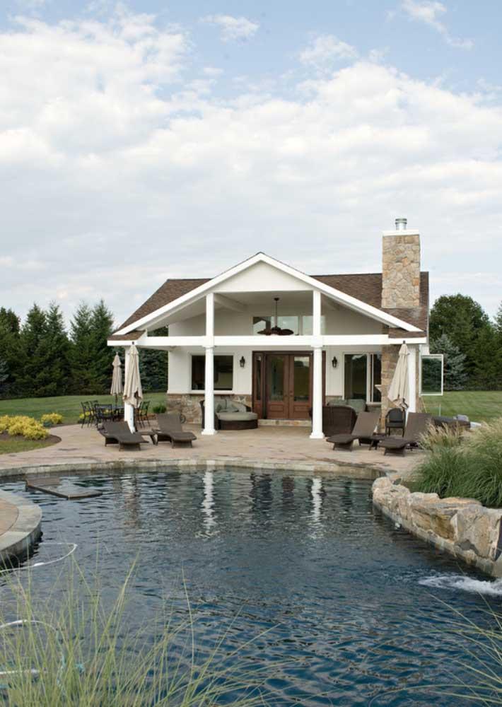Casa de campo com piscina natural