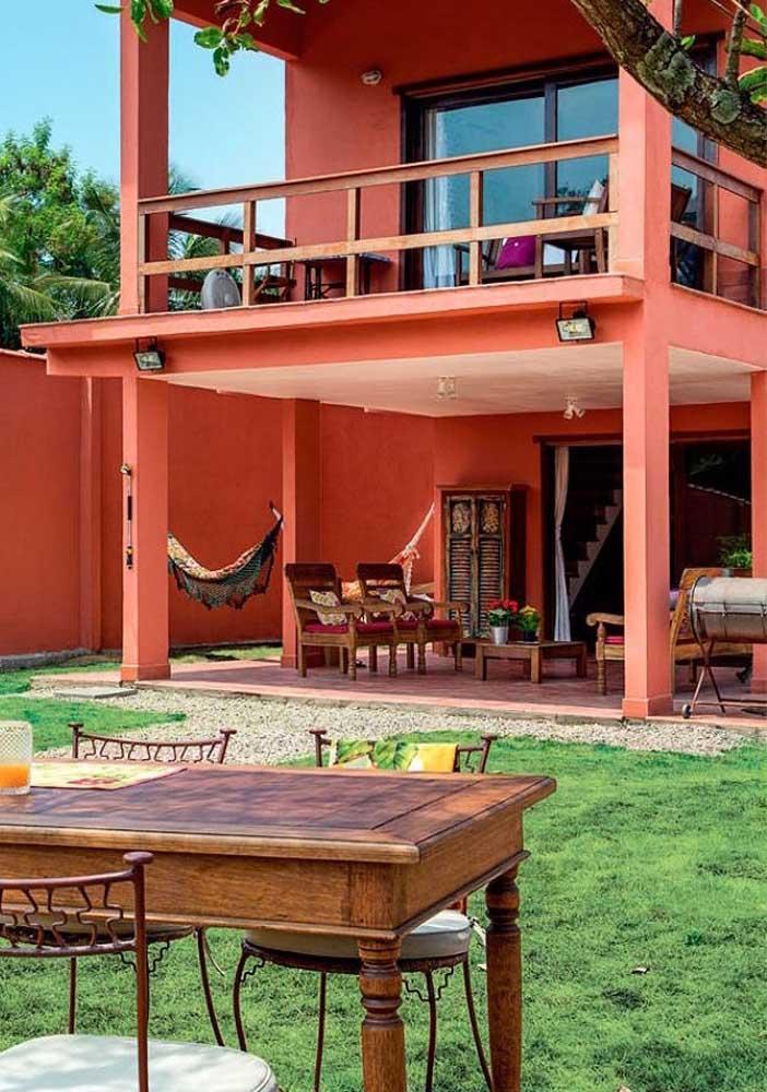 Casa de campo com fachada terracota: calor e aconchego