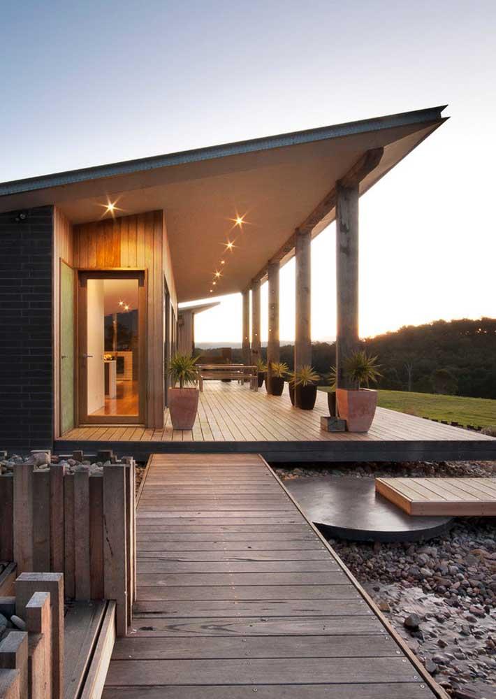 Valorize a casa de campo com uma varanda que privilegie a paisagem