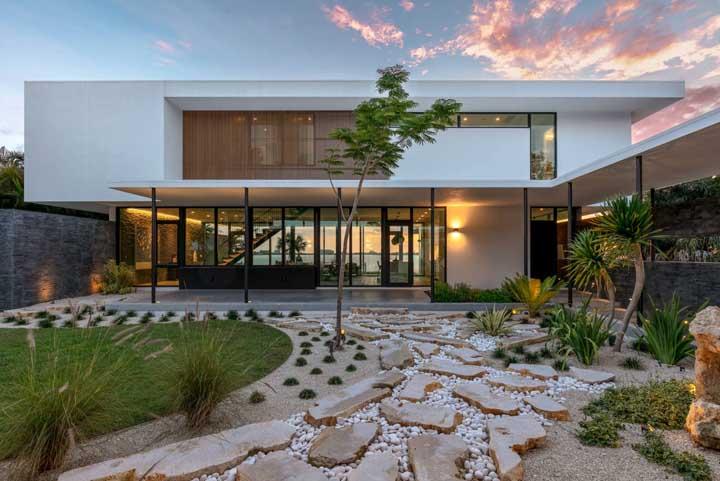 Moderna, essa casa de campo alia conforto com tranquilidade