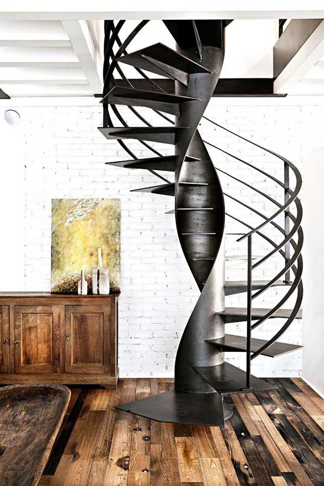 A escada de ferro caracol é uma das mais clássicas quando se fala em decoração.