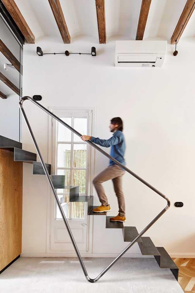 Veja como você pode fazer uma escada de ferro moderna, estilosa e combinando com sua personalidade.