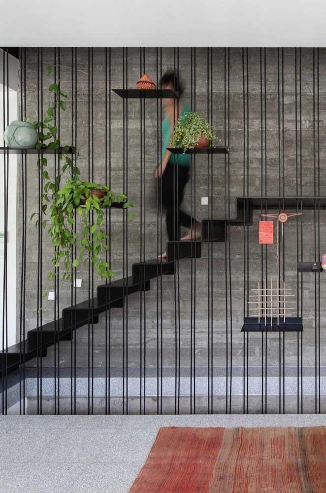 Pense em uma escada que combine com a decoração da sua casa.