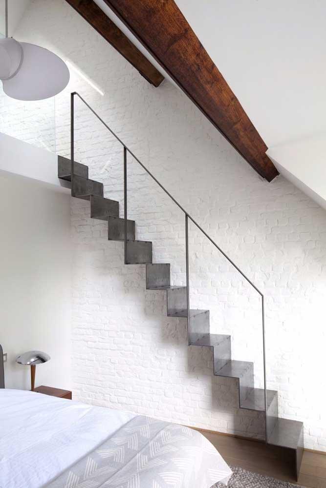 Nesta foto você percebe como a escada de ferro é extremamente leve.