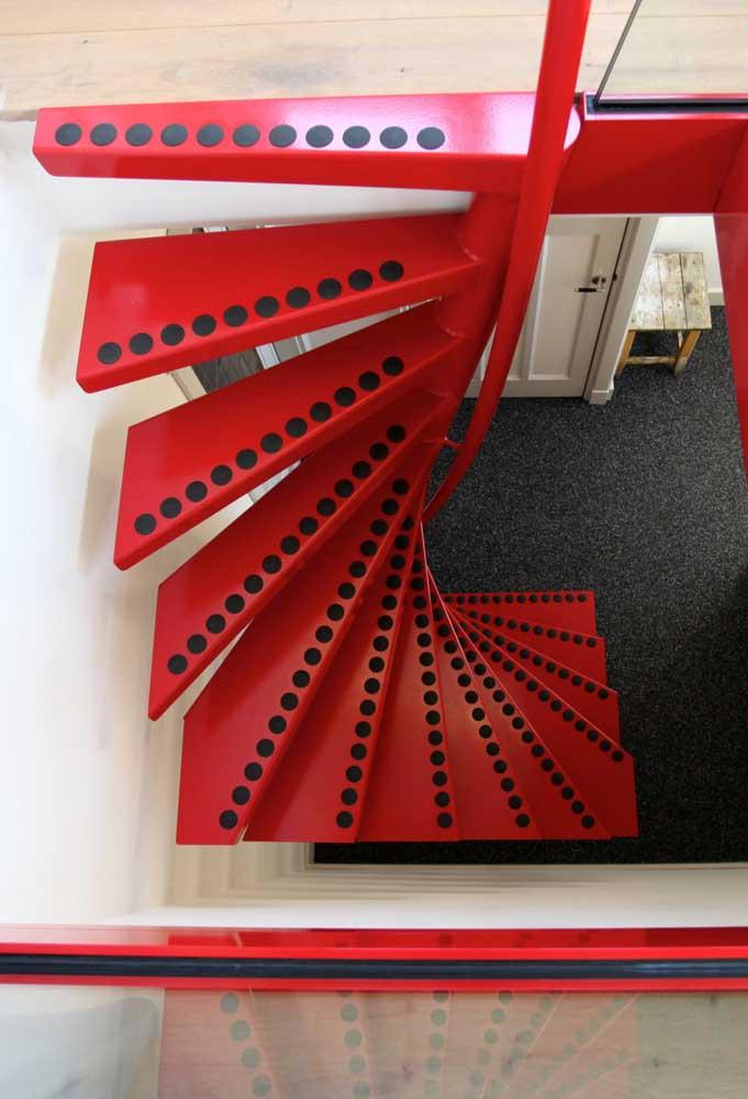 Já a cor vermelha é perfeita para criar um ambiente moderno e cheio de personalidade.