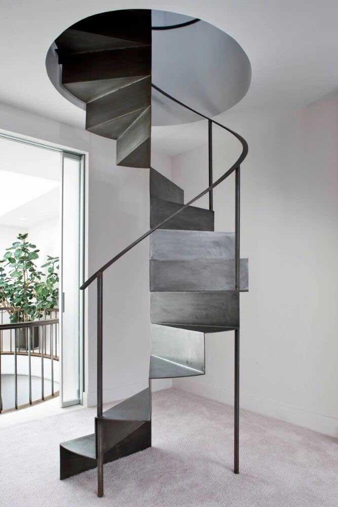 Mais uma opção de modelo escada de ferro caracol para decorar a sua casa.