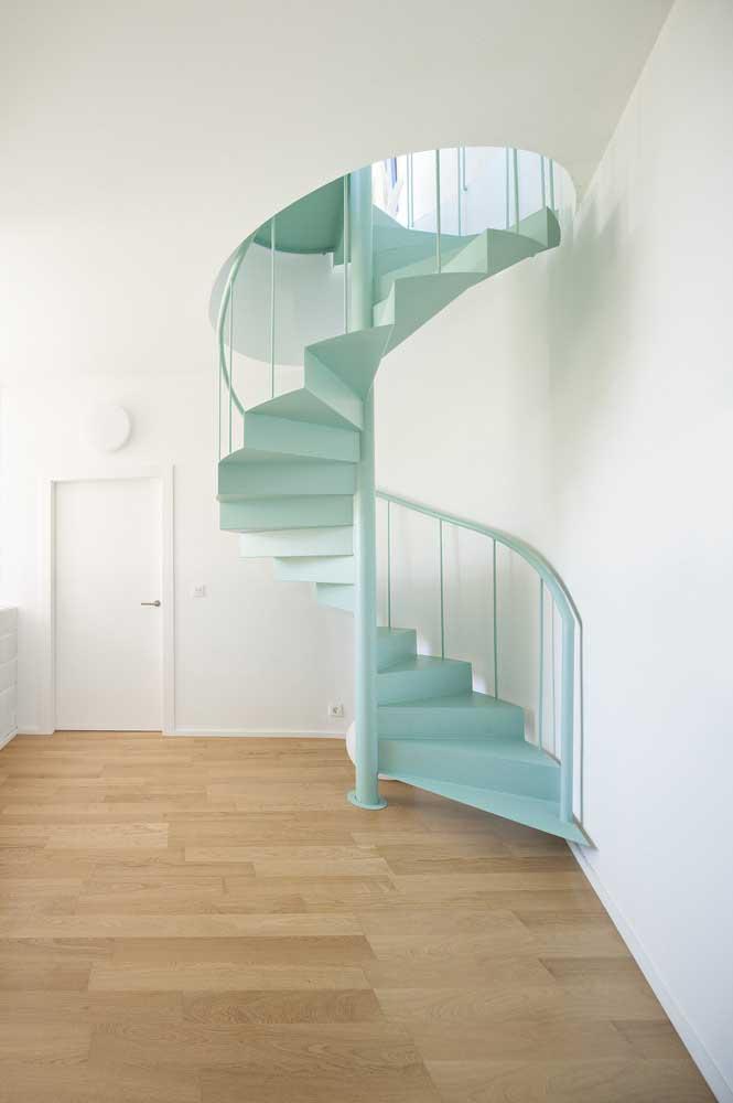 Já pensou em ter uma escada de ferro em casa na cor tiffany?