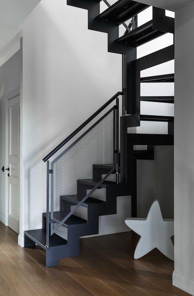 Se você tem crianças em casa, a escada de ferro é ideal.