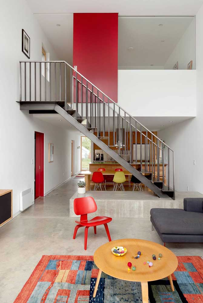 Mas saiba que a escada de ferro pode combinar com qualquer tipo de decoração.