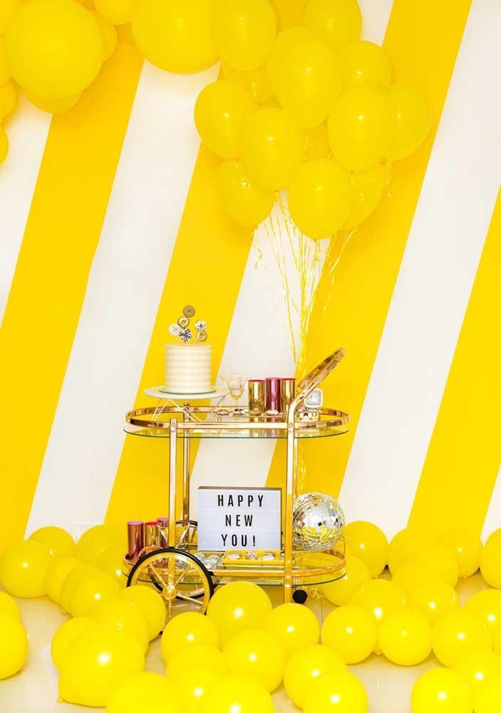 Que tal fazer uma festa surpresa com tons de amarelo para animar os convidados?