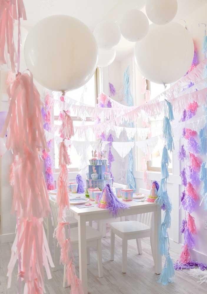 Mas uma festa surpresa aniversário toda colorida pode ser o que o aniversariante mais quer neste dia.