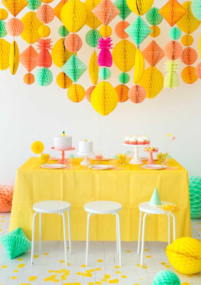 Capriche na decoração na hora de fazer a festa surpresa para alguém especial.