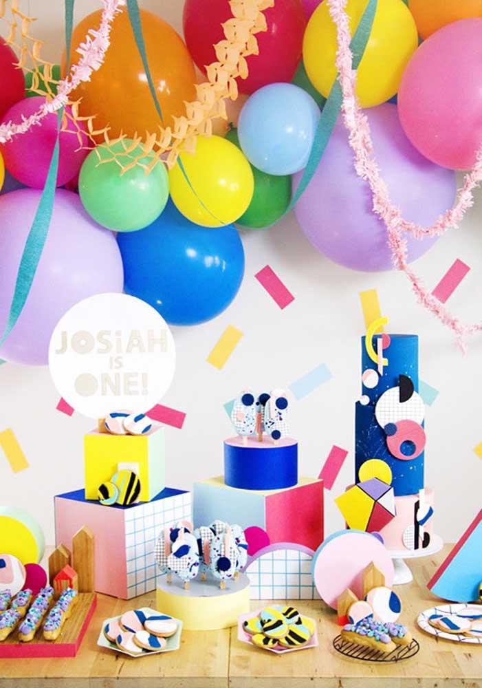 Você mesmo pode preparar a decoração da festa surpresa e ser o responsável por esse momento especial.