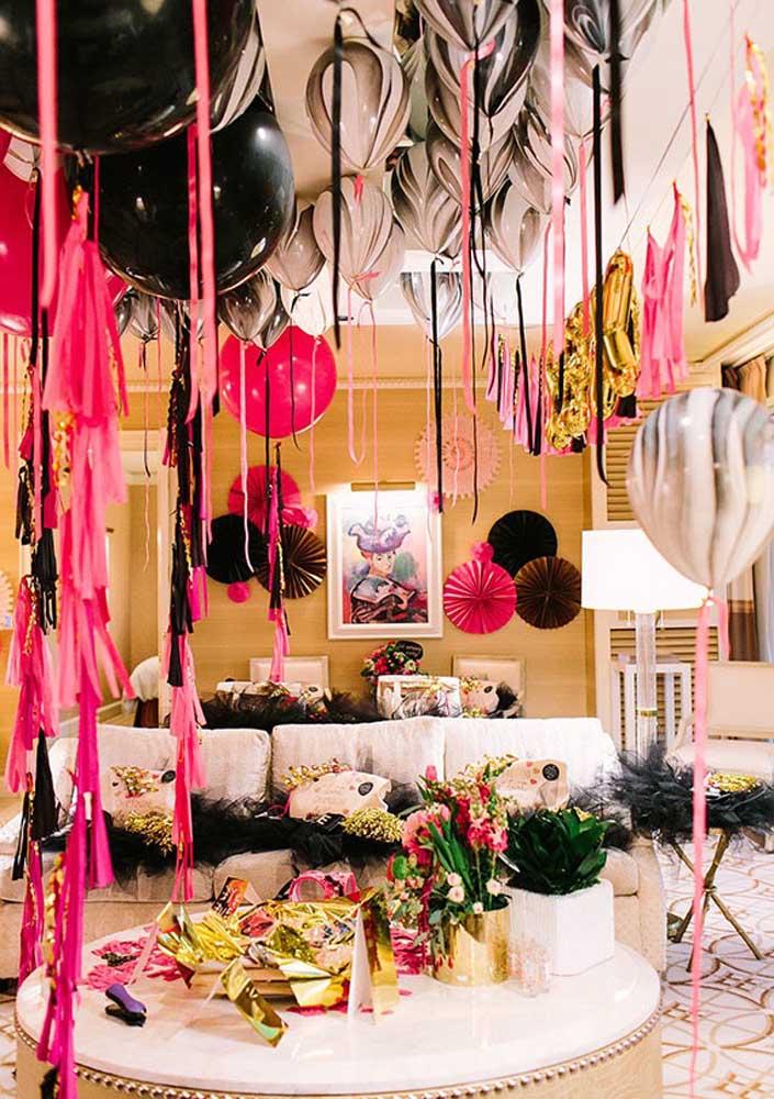 Quem não gostaria de ter uma festa surpresa luxuosa como essa?