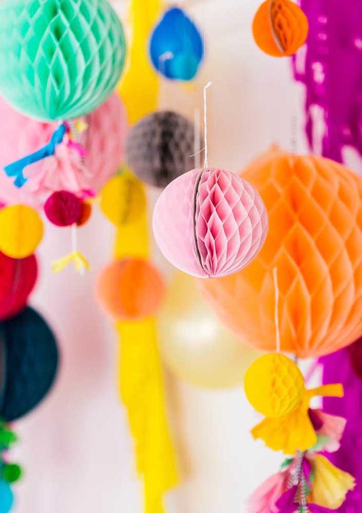 Você tem várias opções de itens decorativos para colocar na festa surpresa.