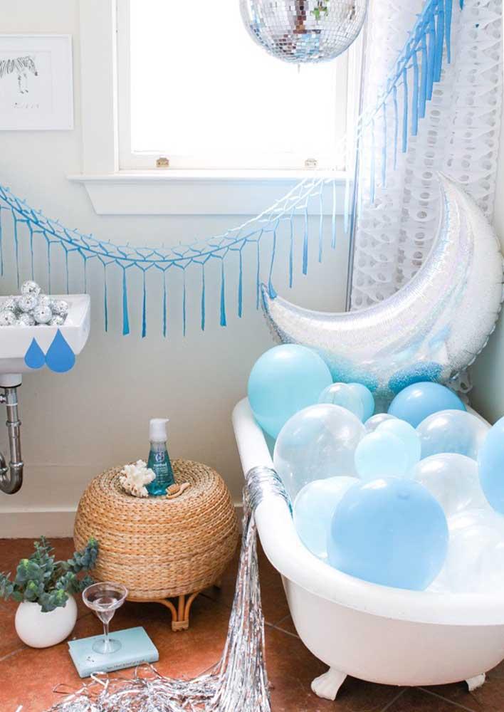 Faça uma festa surpresa para marido mais intimista no banheiro do casal.