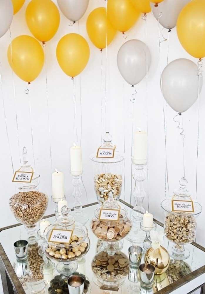 Veja que mesa caprichada para receber os convidados da festa surpresa.