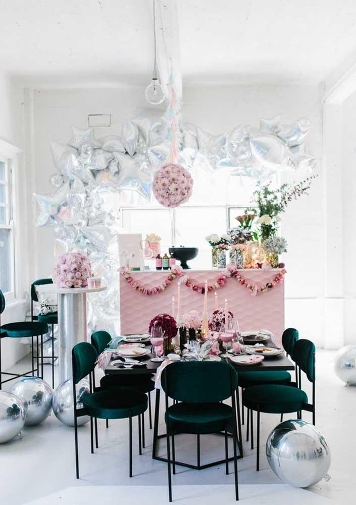 Faça uma bela festa surpresa para sua mãe porque ela merece esse momento tão especial.