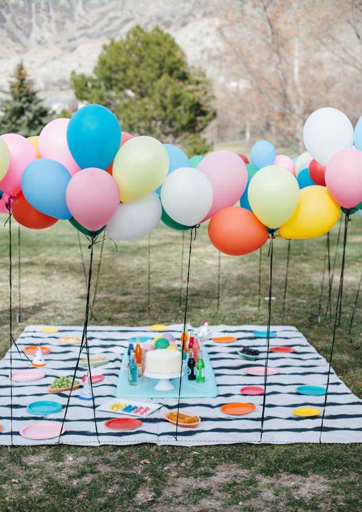 Se você quer fazer uma festa ao ar livre, pode escolher um piquenique no parque e reunir os amigos.