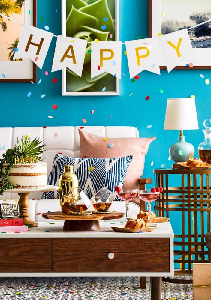 A decoração pode ser simples, mas a festa surpresa é sempre organizada com muito carinho e amor.