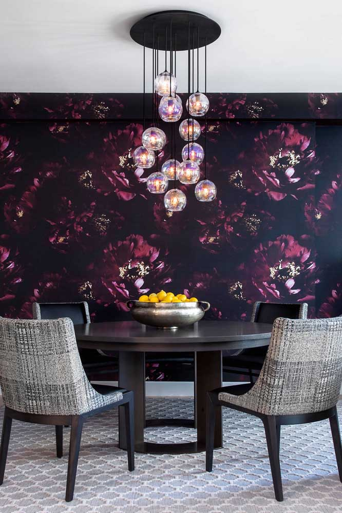 Já pensou em um papel de parede como esse na sua sala de jantar?