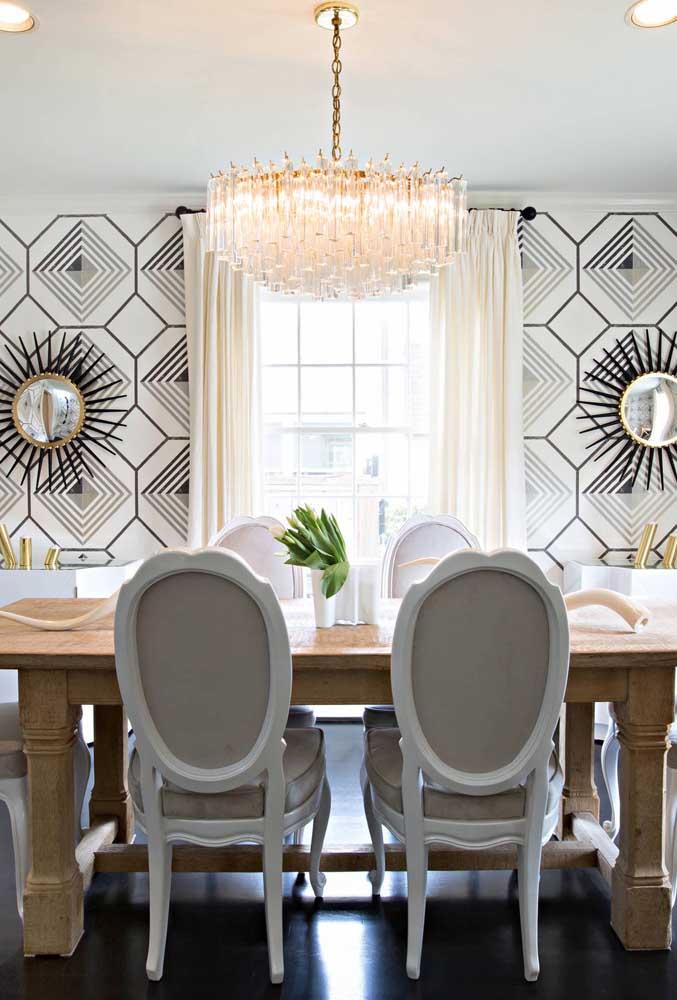 Que tal escolher um papel de parede para sala de jantar com espelho?
