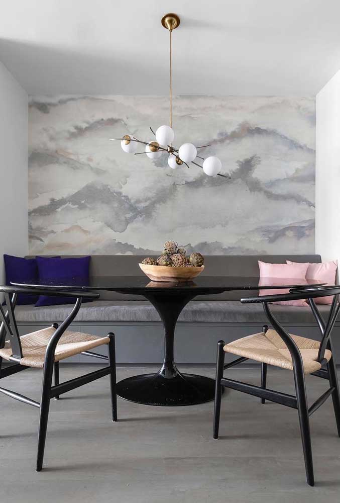 Deixe a sala de jantar mais ampla com esse modelo de papel de parede.