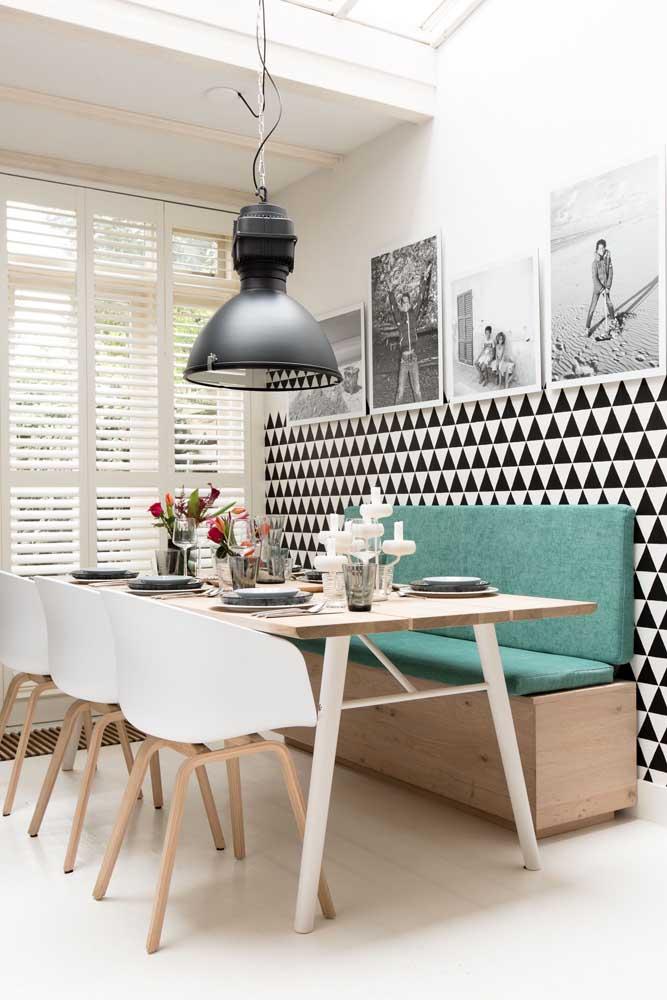 O papel de parede pode ser usado apenas para destacar o espaço.