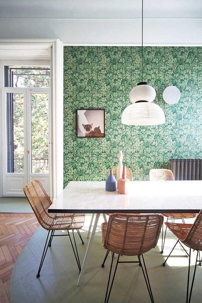 Transfira o jardim de casa para a parede da sala de jantar.